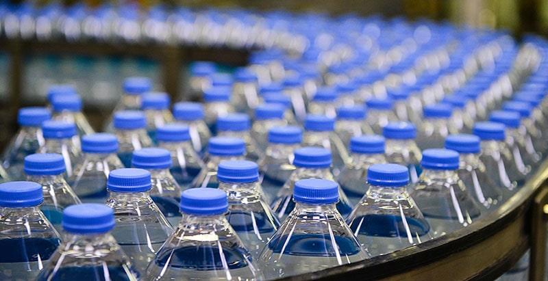 Inquinamento trasporto bottiglie acqua